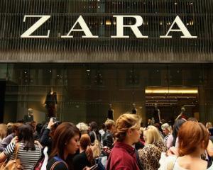 Zara isi schimba strategia vanzarilor