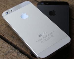 Actiunile Apple, afectate de ingrijorarile privind comenzile pentru iPhone 5