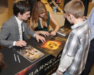Amazon.com: Hunger Games, seria de carti cel mai bine vanduta din toate timpurile