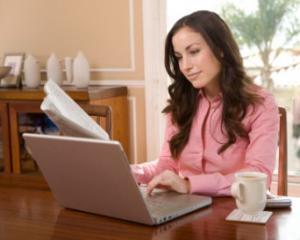 Munca la domiciliu. Aproape 80% dintre romani cred ca nu este necesar sa mearga la birou pentru a lucra