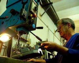 Motivul pentru care romanii castiga putin: 60% dintre ei presteaza o munca manuala