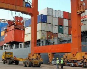 ANALIZA: Productia industriilor din intreaga lume a incetinit, pe fondul comenzilor scazute