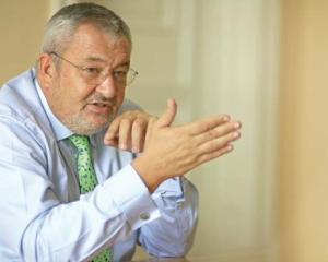 Vladescu: Cetatenii sunt vinovati de prelungirea recesiunii pentru ca o