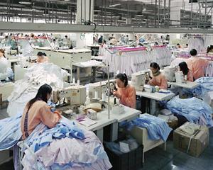 O firma de confectii a fost amendata cu 10.000 de lei. Angajatii lucrau 8 ore pe zi in frig