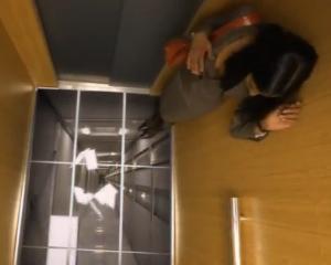 Faza de infarct: Cum sperie LG oamenii intr-un lift pentru a-si promova televizoarele