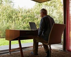 STUDIU: 1 din 2 angajati romani isi doreste mai multa LUMINA NATURALA la locul de munca