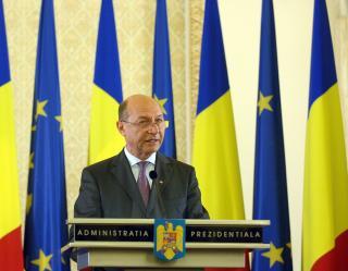 Basescu apara