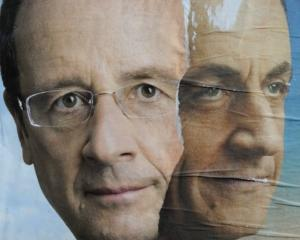 Alegeri prezidentiale in Franta: Hollande l-a invins pe Sarkozy