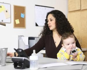 Studiu Stanford: Angajatii foarte productivi prefera sa lucreze de acasa