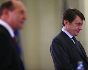 Basescu i-a predat cheile de la Palatul Cotroceni lui Antonescu