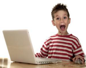 Baietii sunt monitorizati mai atent de parinti in mediul online, comparativ cu fetele