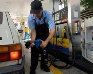 Europenii incep sa-si alimenteze masinile cu benzina E10. Noi mai asteptam 7 ani