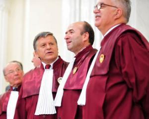 Curtea Constitutionala a sesizat Comisia de la Venetia in legatura cu atacurile Guvernului