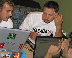 Hackerii au sustras 450.000 de adrese email si parole din baza de date a Yahoo!