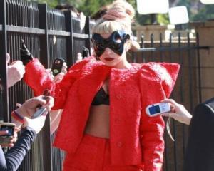 Lady Gaga se imbraca de la... Dinu Bodiciu