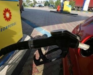 Rompetrol scumpeste benzina din cauza aprecierii dolarului