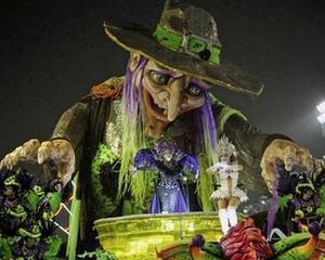 Carnavalul de la Rio se incheie, carele alegorice sunt inlocuite de echipele de curatenie