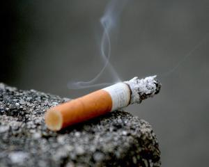 Adio tigari clasice. Din noiembrie vor fi puse in vanzare doar tigari care se sting singure