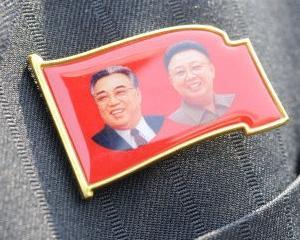O copila de 14 ani a murit in timp ce incerca sa salveze un portret al lui Kim Jong Il si acum e considerata martira
