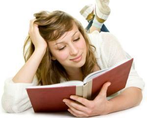 Vederea femeilor are de suferit din cauza cititului