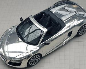Audi a donat doua modele R8 Spyder cromate