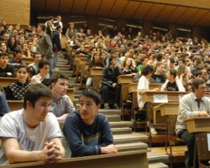 Amenzi de 50.000 de lei pentru universitati din cauza neregulilor in contractele de studii incheiate cu studentii