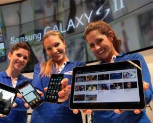 Samsung a prezentat tableta Galaxy Tab II si telefonul Galaxy S II