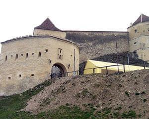Cetatea Rasnov se modernizeaza: acces cu lift cu cremaliera