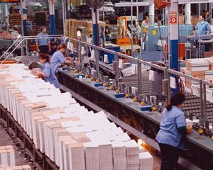 Eurostat anunta scaderi de 0,8% pentru productia industriala in UE