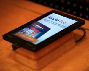 Amazon.com vinde dispozitive Kindle pe banda rulanta
