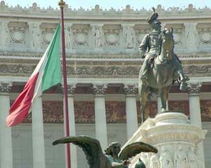Italia a adoptat un pachet de masuri de austeritate. Spera sa evite soarta Greciei