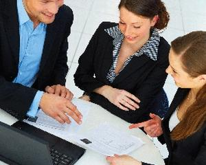 Cum se desfasoara instruirea introductiv generala, la locul de munca si periodica?