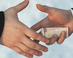 Deutsche Bank i-a oferit unui bancher corupt 80 milioane euro pe timp de criza