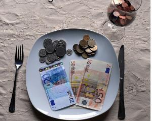 Deficitul de cont curent si datoria externa, in scadere