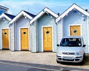 Se scot la vanzare cabanele de plaja din Marea Britanie
