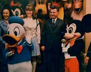 Artmark scoate cadourile lui Ceausescu la mezat