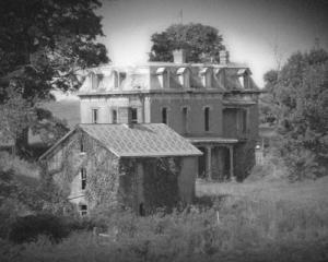 5 case abandonate din SUA in care ati putea filma productii horror. Pretul lor incepe de la 275.000$