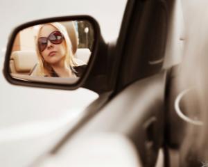 Femeile recunosc: NU stiu sa faca parcari laterale