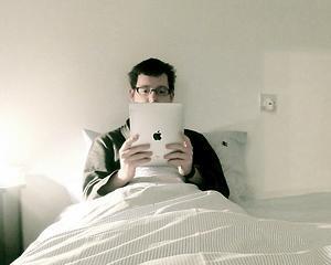 Studiu Intel: Romanii, consumatori avizi de tehnologie mobila inainte de a se ridica din pat
