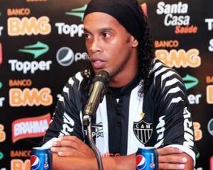 Ronaldinho a ramas fara contractul cu Coca-Cola