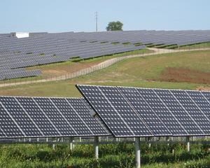 LukOil va construi ferme eoliene si centrale solare in Romania