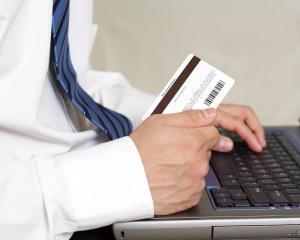 10% dintre romani renunta la o plata online cu cardul dupa ce o initiaza. Cre sunt motivele