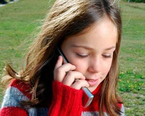 Nu le cumparati copiilor telefoane mobile: Trupurile lor absorb de doua ori mai multe radiatii