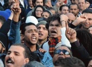 Tunisienii, din nou in strada