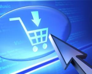 50% dintre vizitatorii site-urilor de comert online sunt logati si pe Facebook