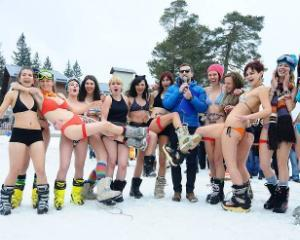 Miss Bikini 2013: Concurs de ski in costum de baie