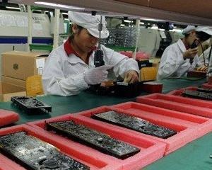 Foxconn recunoaste ca a angajat elevi de 14 ani in fabricile sale chineze