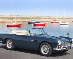 Un Aston Martin DB4 Series V Vantage din 1963 s-a vandut cu 818.000 de dolari