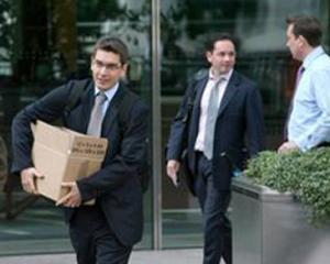 Bancile romanesti si-au imputinat sucursalele si angajatii