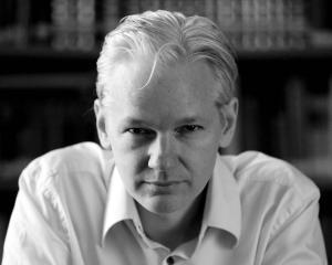 Pretul platit de Marea Britanie pentru afacerea Julian Assange depaseste un milion de dolari